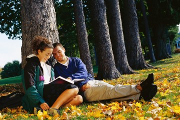 3 Cheap, Creative Dates Students Can Do on Campus