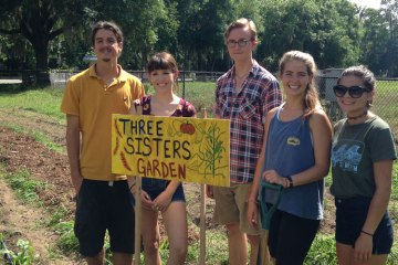 UF's Gator Gardening Club is Coming Up Roses
