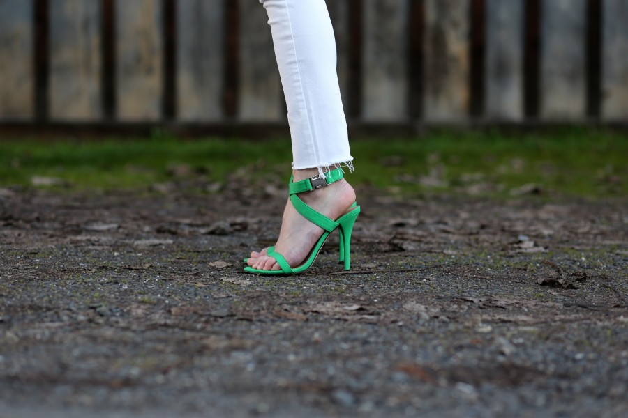 Trench + Green Heels 7a