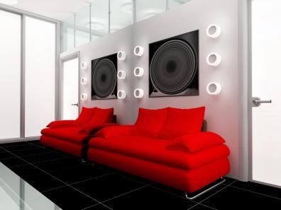 שימוש בצבעים אדום שחור ולבן מעצבים אווירה צעירה וחדשנית