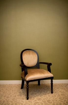 רעיון לעיצוב כורסא בגימורים נקיים.