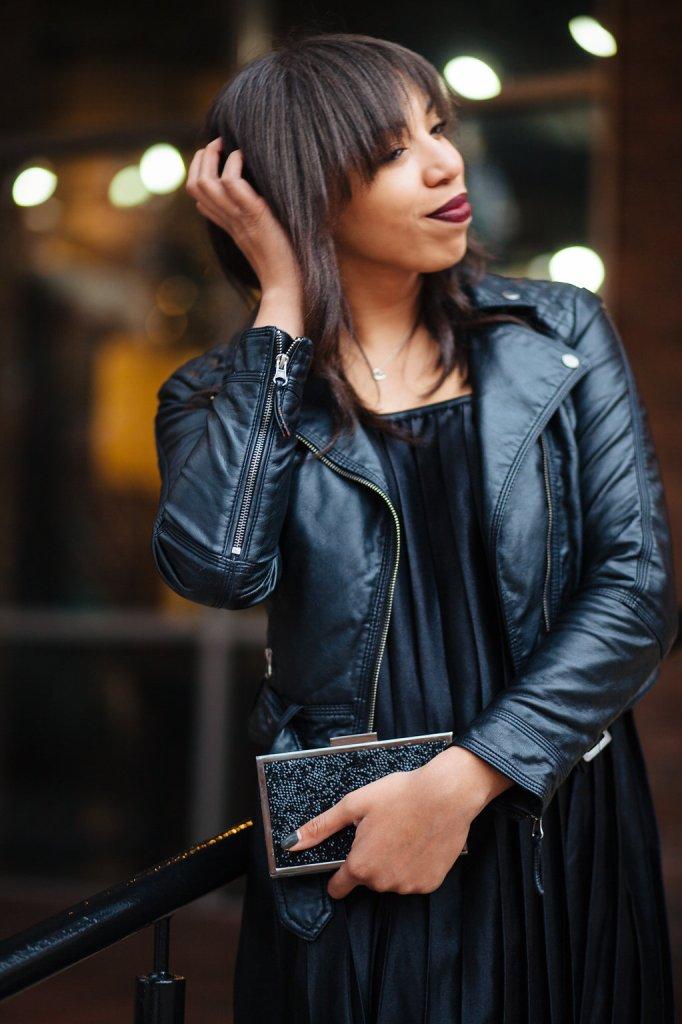 Kaylah_Burton_Style_Me_Twice_Nasty_Gal_Runner_Lipstick_Nasty_Gal_Shape_Shifter-Pleated_Dress