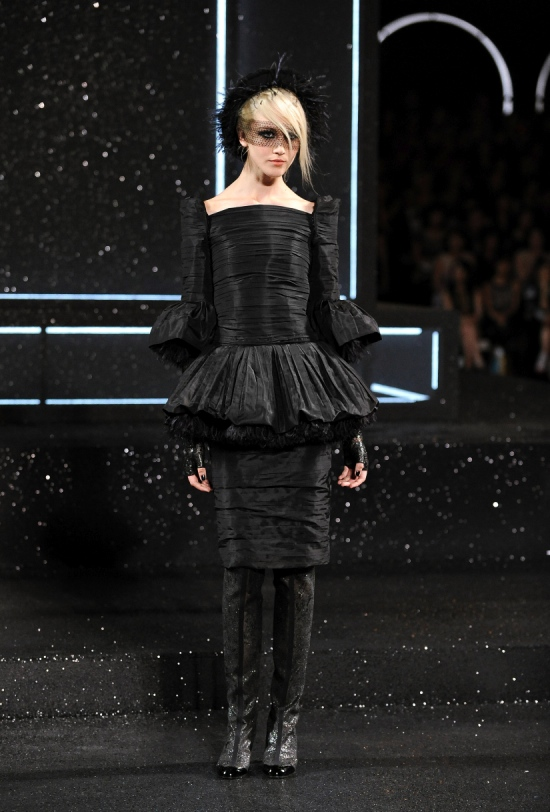 Chanel Haute Couture Fall Winter 2011 Collection 26