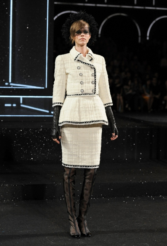 Chanel Haute Couture Fall Winter 2011 Collection 3