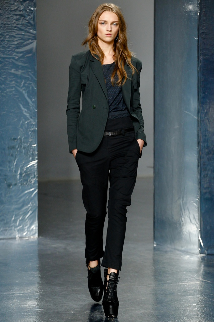 Theyskens' Theory Spring Summer 2012 Collection 22