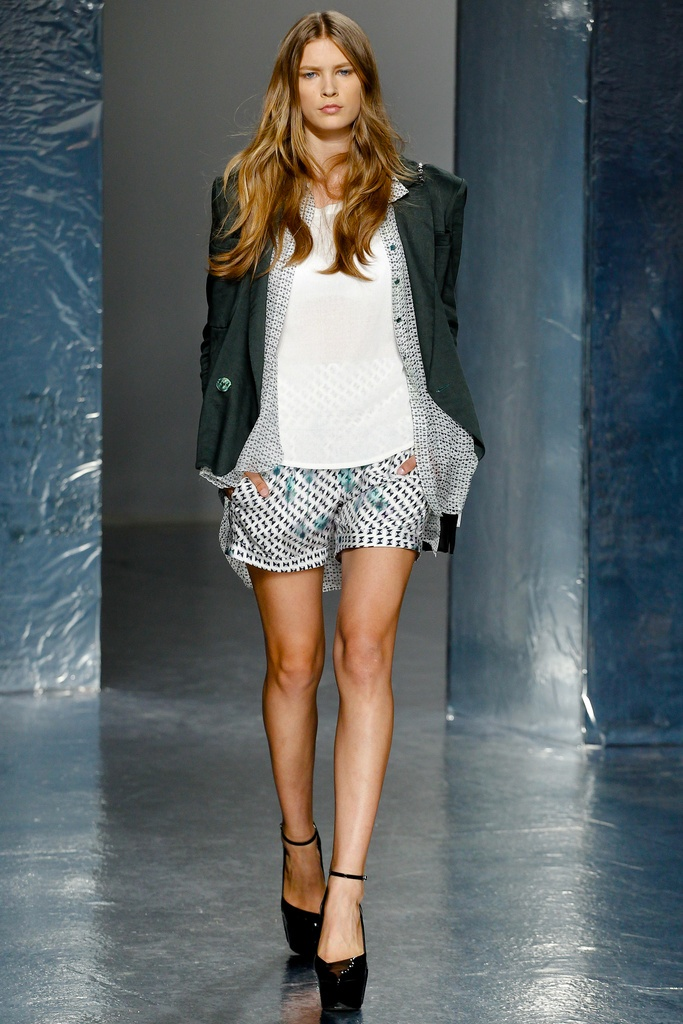 Theyskens' Theory Spring Summer 2012 Collection 31
