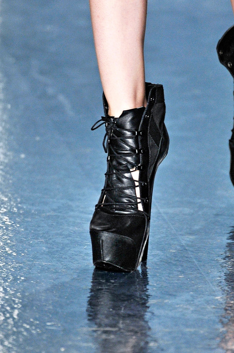 Theyskens' Theory Spring Summer 2012 Collection Details 6
