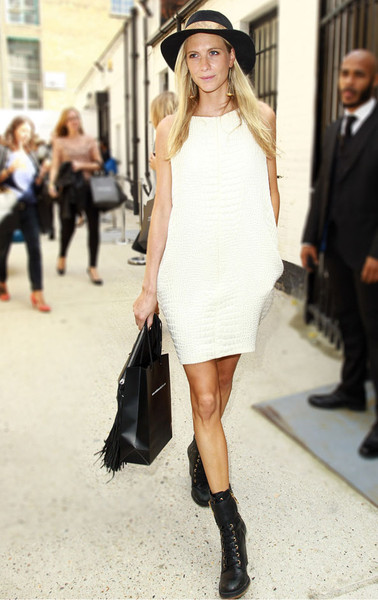 la-modella-mafia-Poppy-Delevingne-model-off-duty-street-style-in-a-white-crocodile-dress-and-black-combat-boots_1_grande