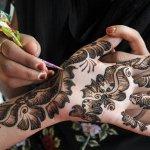 New Stylish Eid Hadn Mehndi Designs 2013 For Girls 11