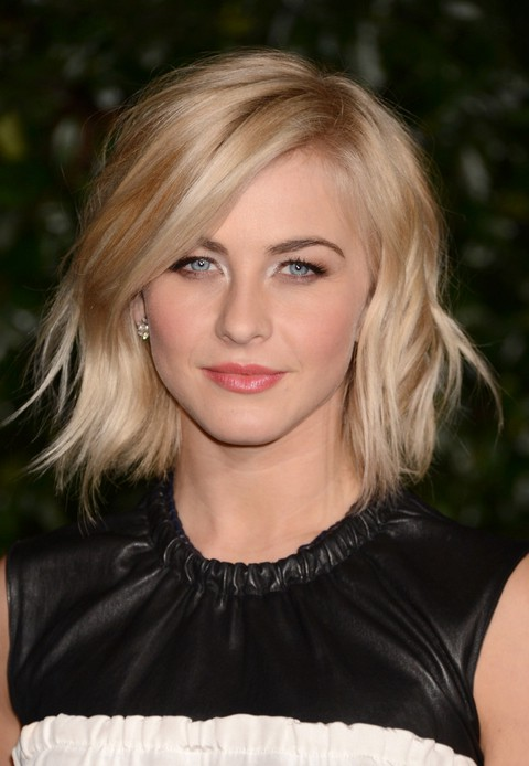 julianne hough short choppy wavy bob hairstyle with bangs