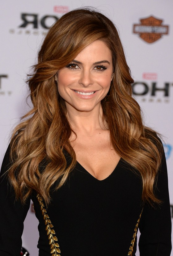 maria menounos sexy long wavy hairstyle with side swept