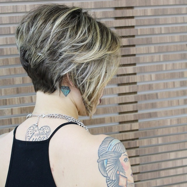 layered messy inverted bob cut for short hair