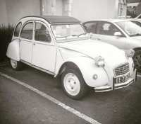 …and cute french cars too#citroen