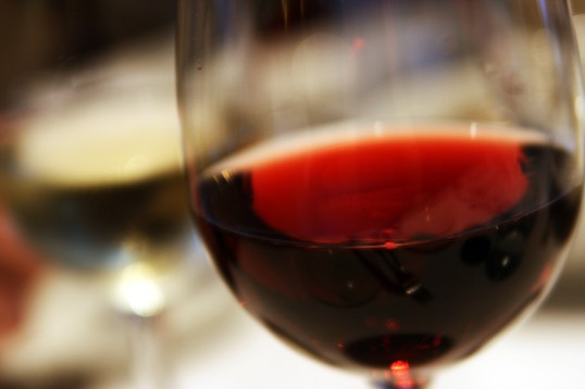 red_wine_closeup_in_glass