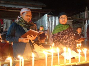 community-lighting-khanukah-candles-15