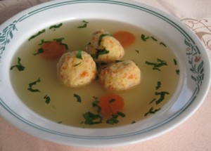 Chicken-broth-with-potato-balls-knedle