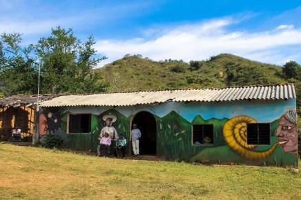 En Ayotitlán las detenciones arbitrarias e invasión de tierras son el pan de cada día