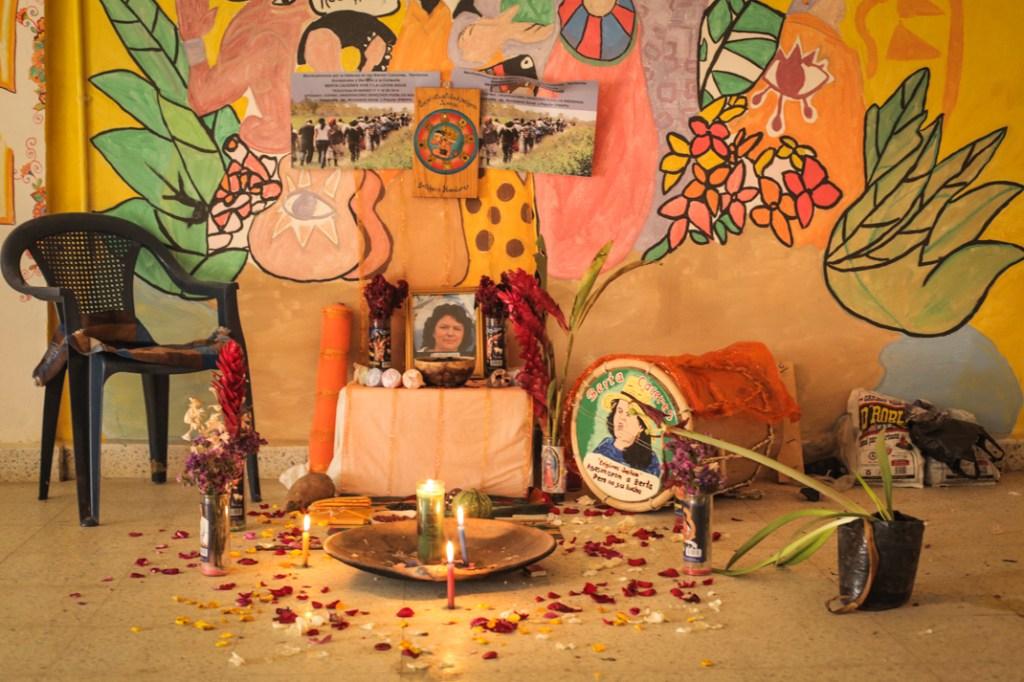 Altar en memoria de Berta Cáceres en La Esperanza, Intibucá. Fotografía: Heriberto Paredes