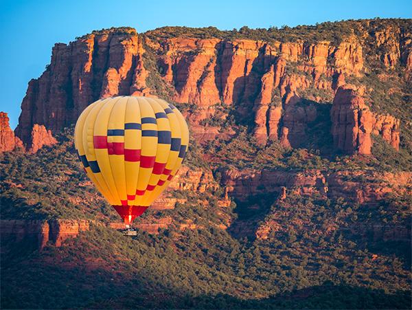 hot air balloon over red rocks sedona arizona