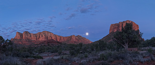 red rocks moonrise sedona by bob coates photography