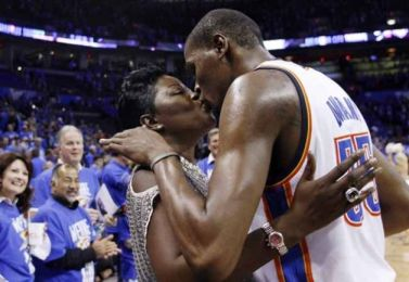Kevin Durrant with Mom