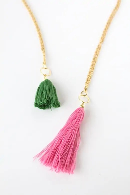 DIY tassel necklace by sugar and cloth