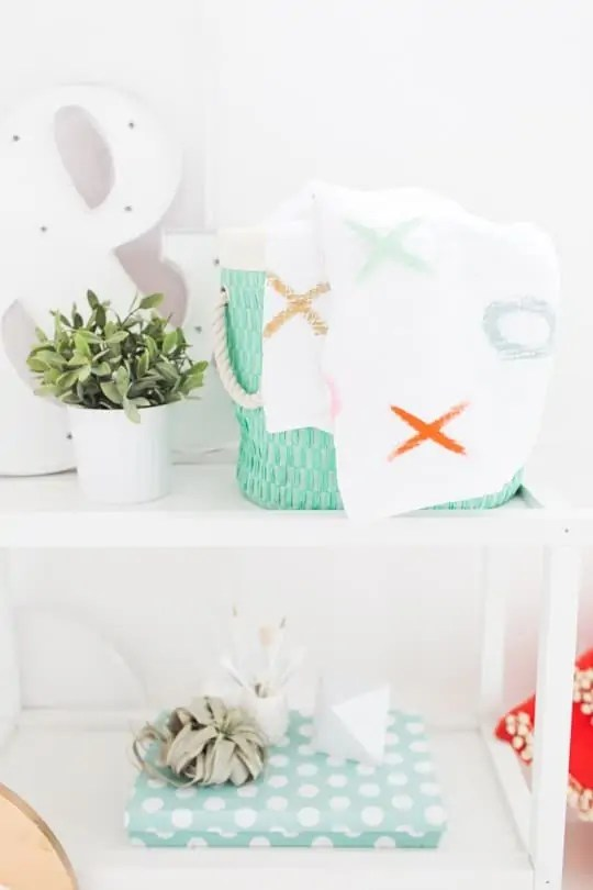 DIY XOXO Throw Blanket | sugar and cloth
