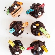 The cutest DIY dirt worm macarons for Halloween that you ever did see! - sugar and cloth - houston blogger - ashley rose