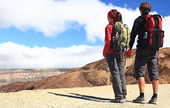 fall dating a couple hiking