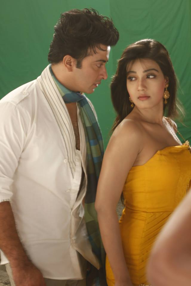 Here are some photos from the movie, Bhalobasha Aaj Kal: