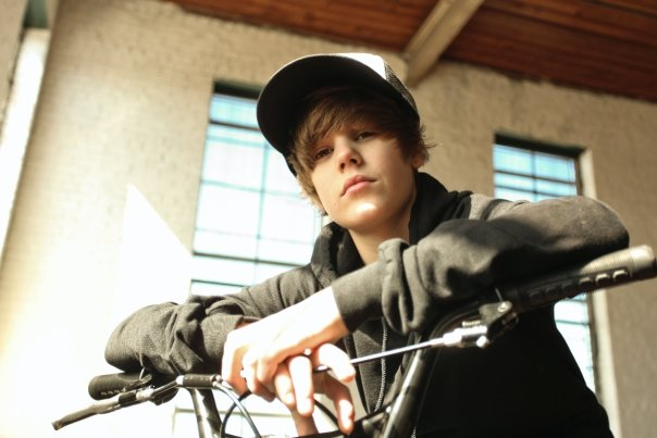 Justin Bieber: Latest Style Photos, Images & Biograpy