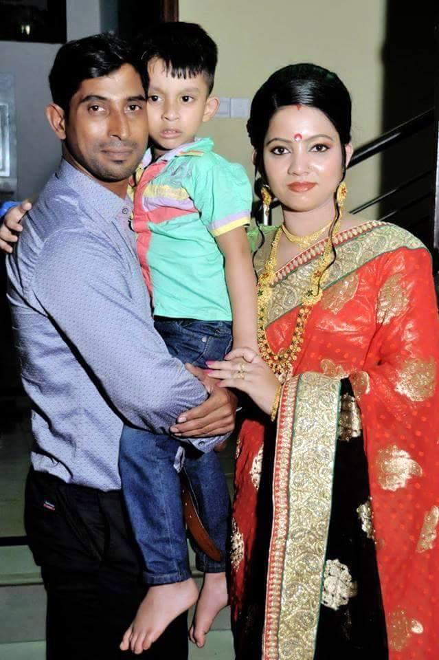 Tapash Baisya Bangladeshi Cricketer with his wife Sumitra and son