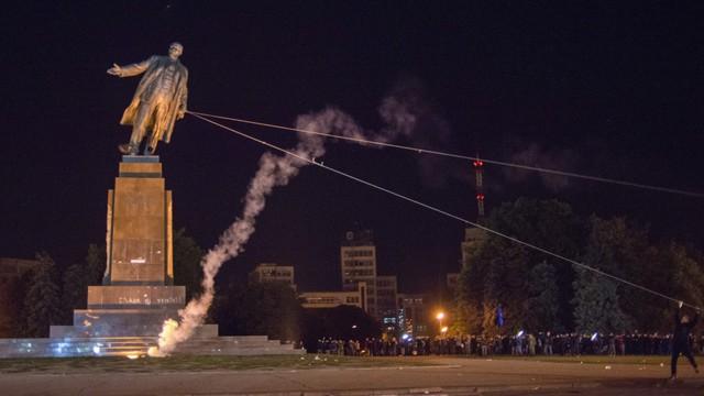 Lenin falls in Kharkiv AP Photo/Igor Chekachkov