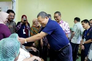 80 Orang Penderita Katarak Operasi Gratis di Universitas Andalas
