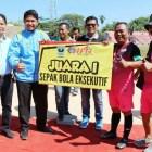 Yunefrizal Hantarkan Siwo PWI Sumbar Raih Juara Sepakbola Eksekutif