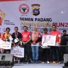 Dukung Semen Padang Anniversarun,  Kapolda Serahkan Hadiah Kategori 10,9 K Master