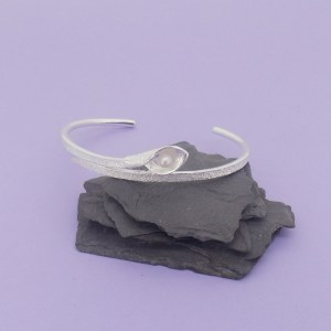 Snakeye Bangle – Matt Silver – White Pearl