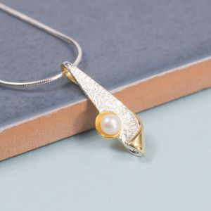 Silver Flick Pendant With Freshwater Pearl