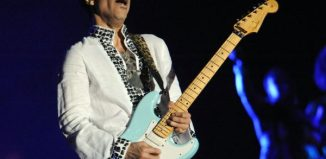 Image of Prince playing his guitar