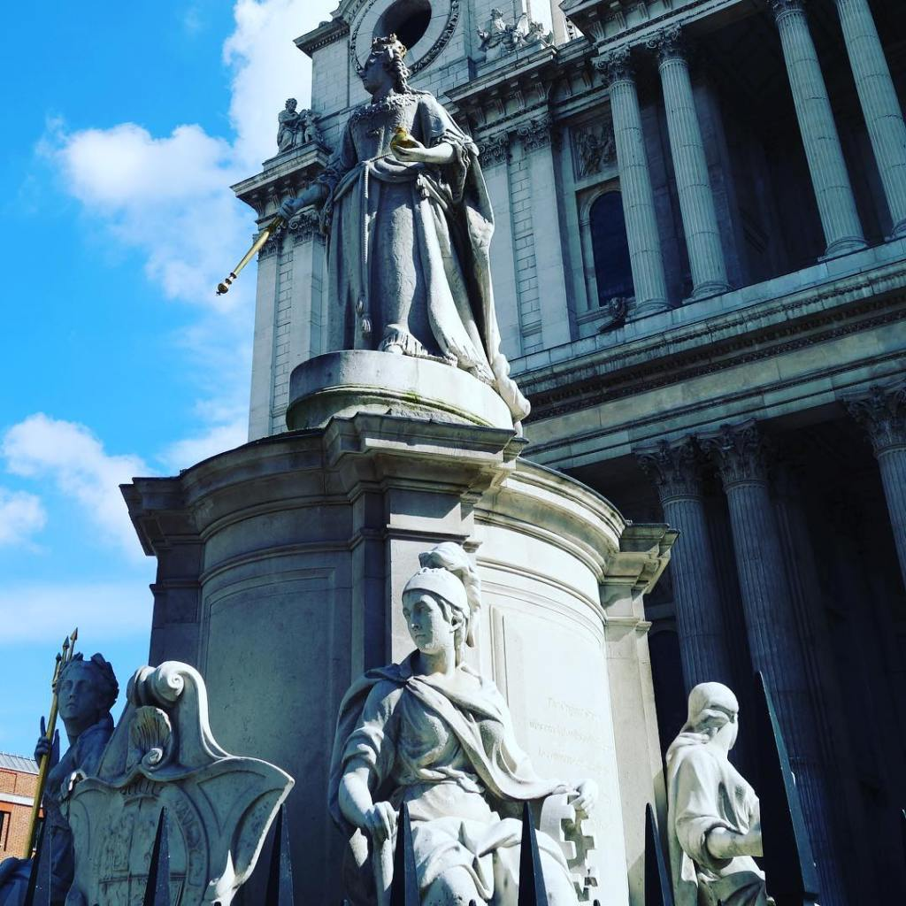St Pauls Cathedral in the sun