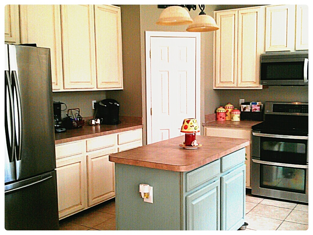 kitchen cabinet makeover with annie sloan paint old kitchen cabinets Annie Sloan Painted kitchen cabinets Old White