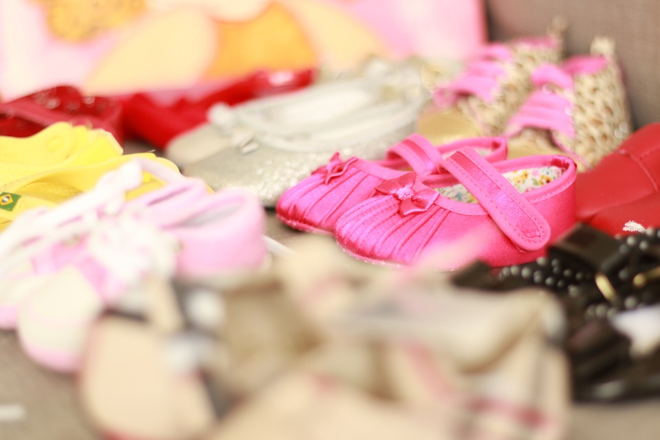 How to shop for kids shoes on a budget {Guest post}