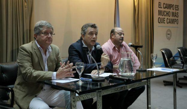 De izq a der: Rubén Ferrero, Luis Etchevehere, Egidio Mailland. FOTO: Pablo Molina / DyN.
