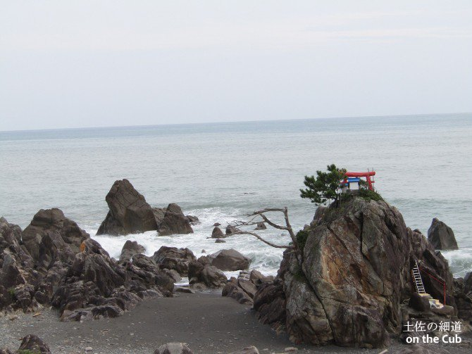 名も無き浜辺の社は鎮魂供養の場所だった