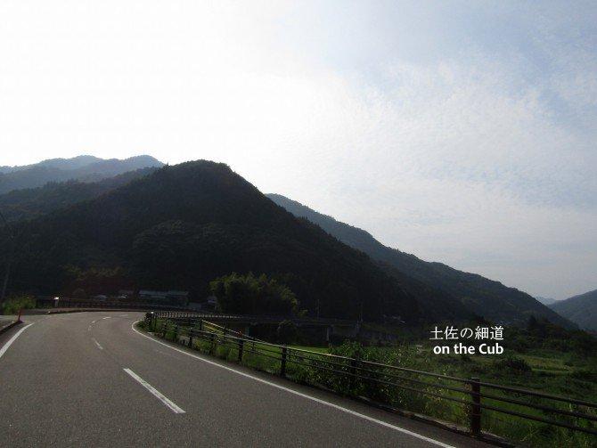 綺麗な道が続きます。快適!