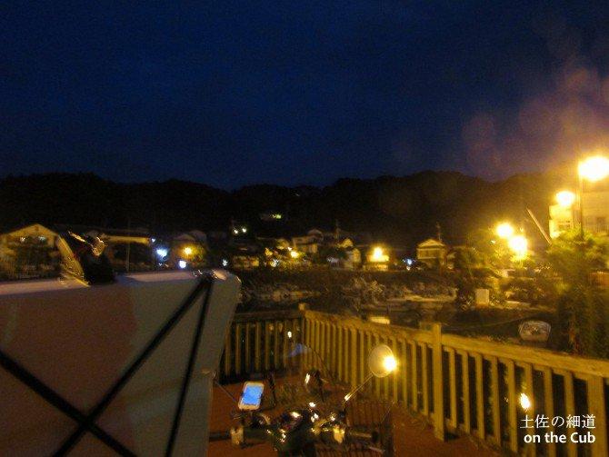 夜の手結港に到着