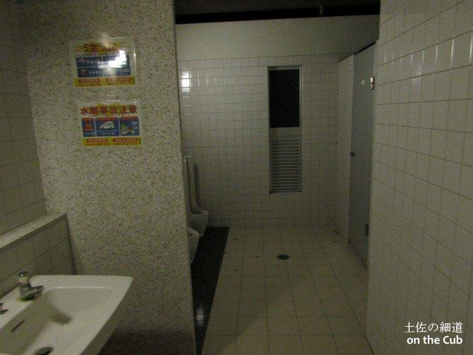 綺麗で立派なトイレでした
