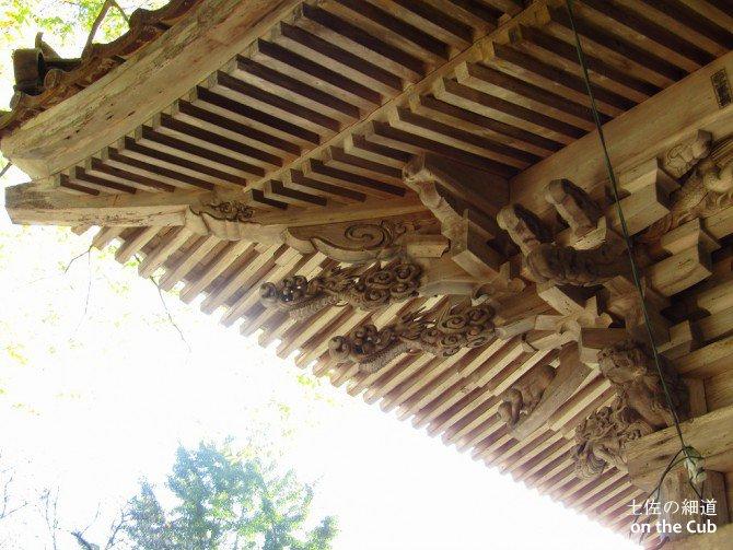 屋根の飾りも各お寺違っています