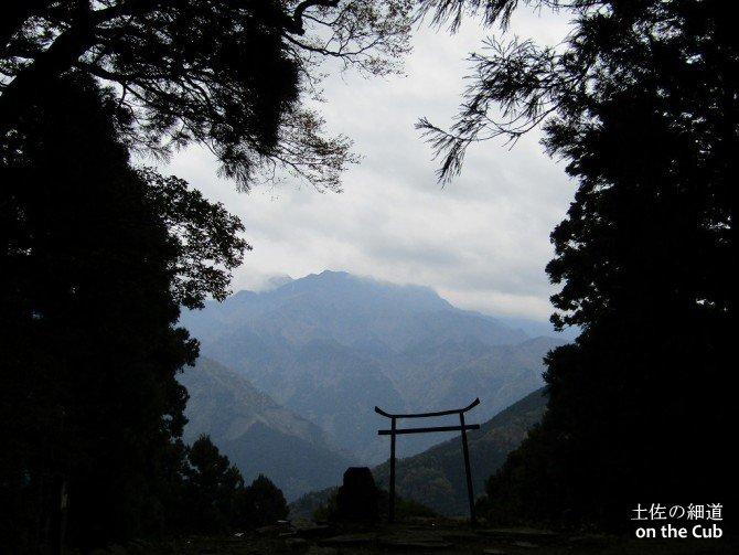 霊峰石鎚山と横峰寺奥の院 星が森