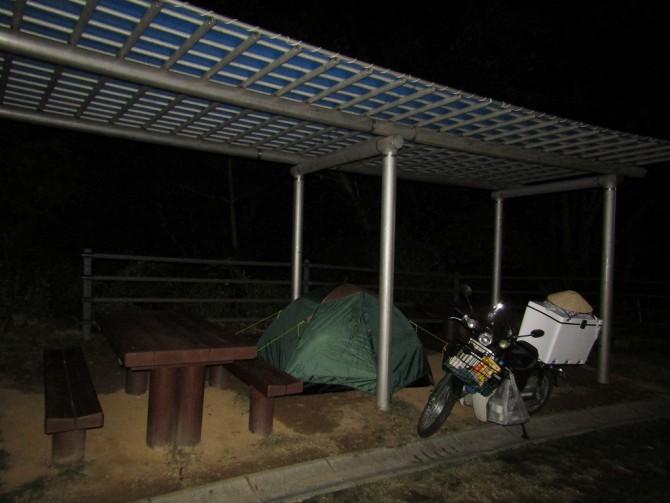 四阿にテント設置